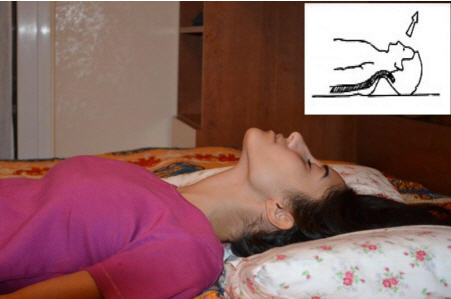 Dormire Con Cuscino In Mezzo Alle Gambe.La Postura A Letto