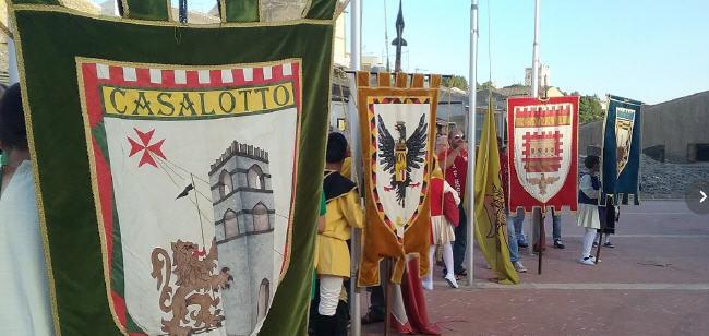 Palio dei normanni concluse le selezioni dei cavalieri for Il piu alto dei cieli cruciverba